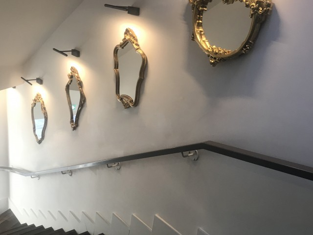 LA BELLE EQUIPE 1877 L'escalier aux miroirs